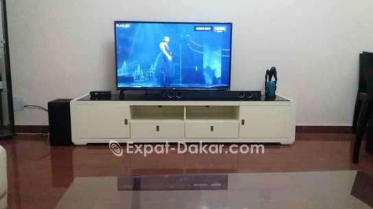 Table TV simple ou avec étagère murale image 3