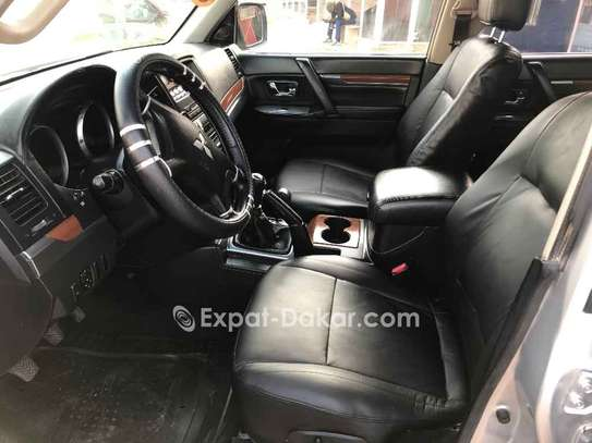 Mitsubishi Pajero 2010 image 5