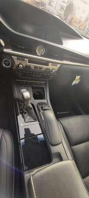 Lexus ES300h presque neuve 2019 full options image 8
