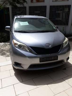 TOYOTA SIENNA 8 PLACES 2012 image 1