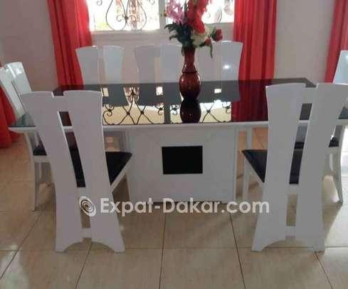 Table à manger avec 8 chaises image 4