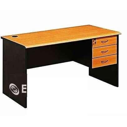 Table de bureau et poste de travail - 3 tiroirs image 1
