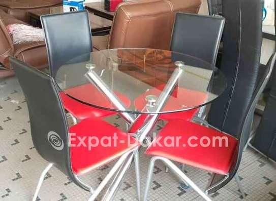 Table à manger avec 4 chaises image 1
