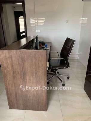 Bureau secretariat avec chaise dimensions 2.4x0. image 3