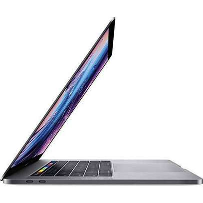 Macbook pro touch bar 2018 image 2