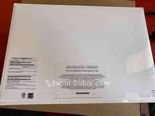 Mac Book Air M1 (sortie début 2021)  256GB scellé image 1
