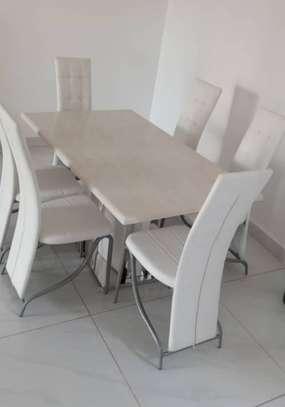 Table en marbre + 6 chaises image 4