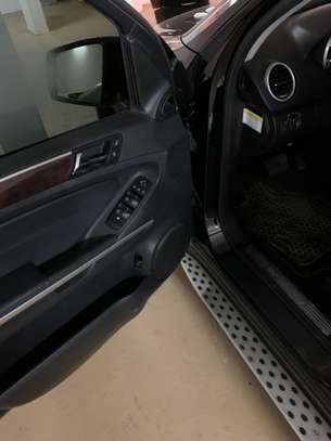 Mercedes ML350 image 8