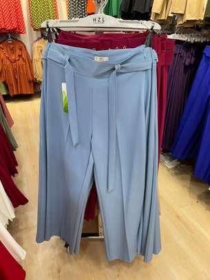 Des pantalons bas large image 1