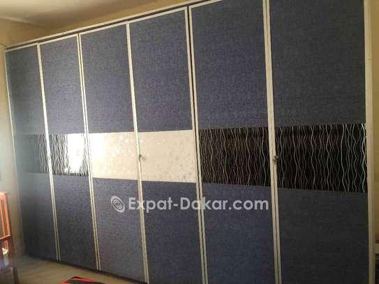 Chambre à coucher double lit armoire 6battants image 2