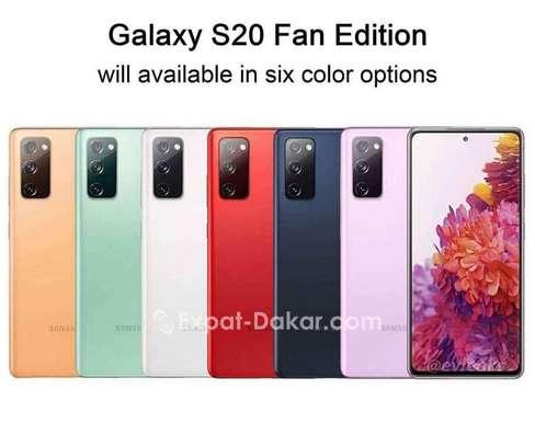 Samsung S20 FE image 1