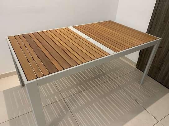 Table extérieure image 4