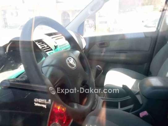 Toyota Hilux 2012 image 2