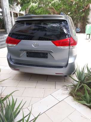 TOYOTA SIENNA 8 PLACES 2012 image 3