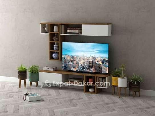 Table TV avec étagère murale image 1
