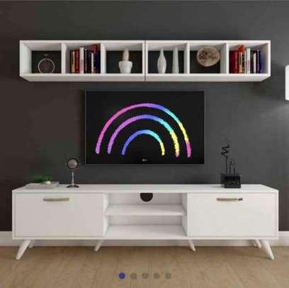 Table TV avec étagère mural image 1