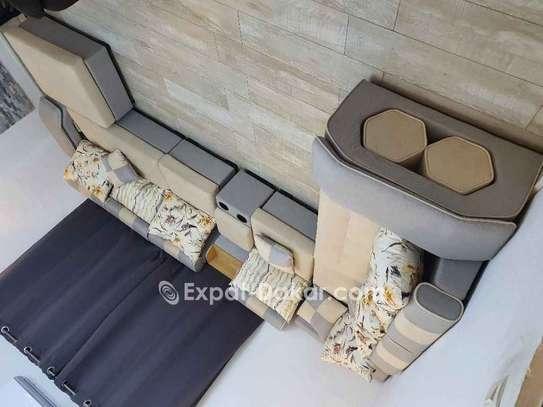 Salon 7 places avec 4 tabourets et meuble d'appoin image 3
