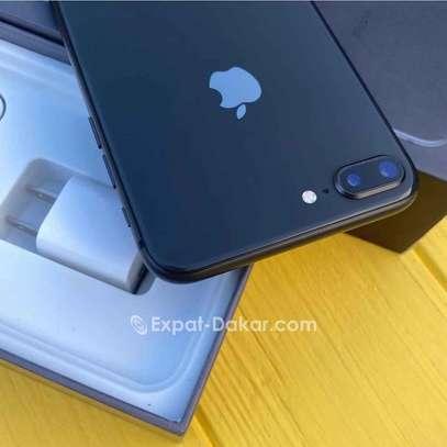 Iphone 8 Plus image 3