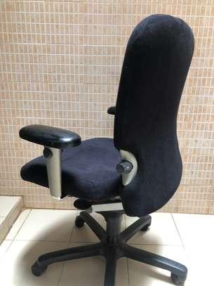 Chaise de bureau orthopédique image 3