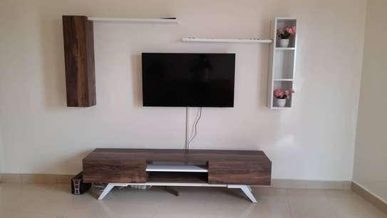 Table TV avec étagère murale image 5