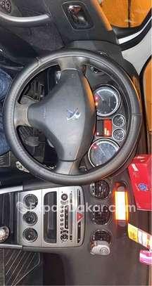 Peugeot 308 2012 image 2