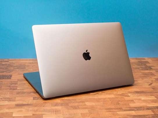 MacBook air 2019 retina image 1
