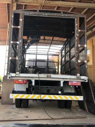 Camion- camionnette. Confection et pose de caisse image 2
