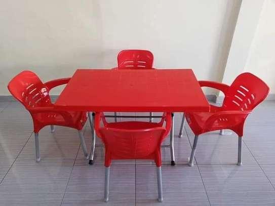 Table et Chaise en plastique image 1