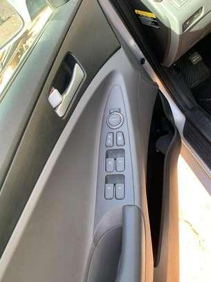 Hyundai sonata image 4