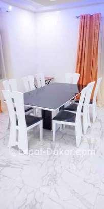 Table à manger  8 chaises image 2