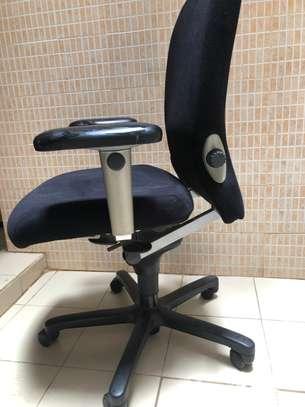 Chaise de bureau orthopédique image 1