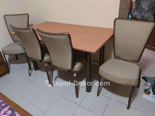 VEND TABLE A MANGER AVEC JOLIES CHAISES image 2