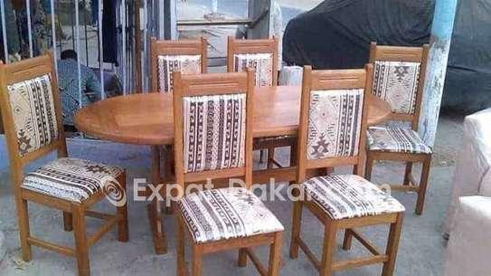 Promotion table à manger en bois image 1