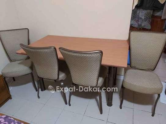 VEND TABLE A MANGER AVEC JOLIES CHAISES image 3