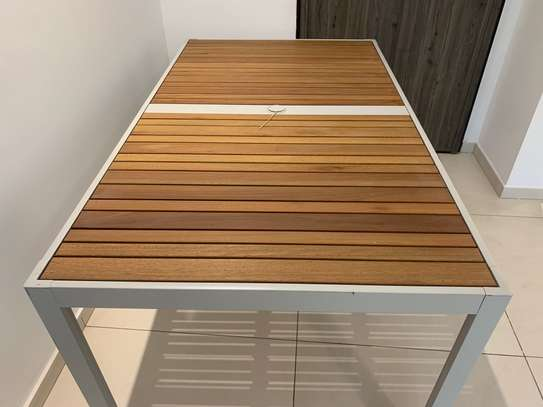 Table extérieure image 2