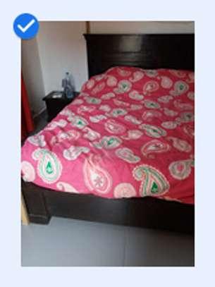 Lit 200 x 200+ 2 tables de nuit + matelas image 2