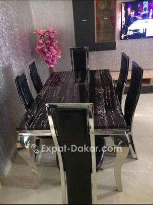 Table à manger en marbre avec 6 chaises image 4