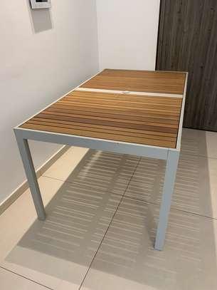 Table extérieure image 3