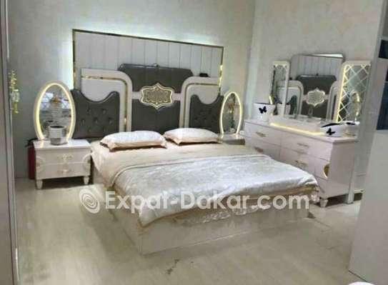 Chambre à coucher et mobilier de tout genre image 1