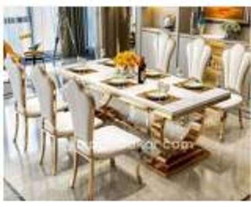 Table a manger Vip en marbre image 1