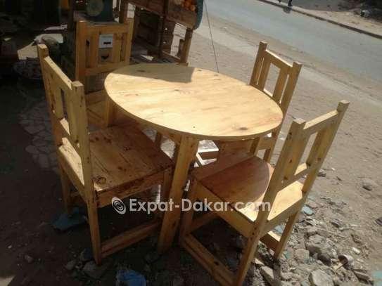 Ensemble table circulaire et chaises image 1