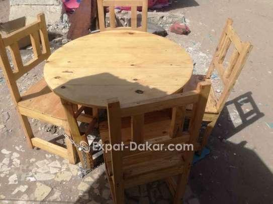 Ensemble table circulaire et chaises image 2
