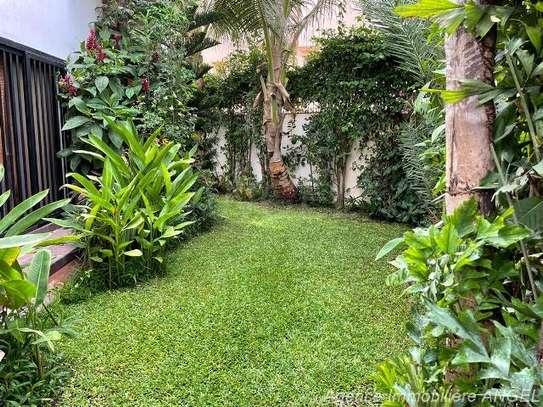 Belle villa avec jardin aux Almadies image 9