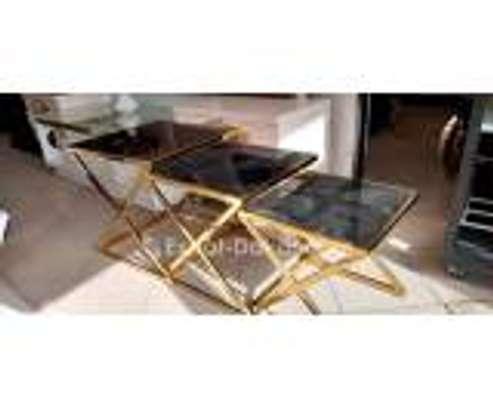 Table basse dorée image 2