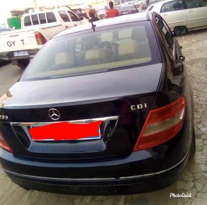 Mercedes c200 image 2