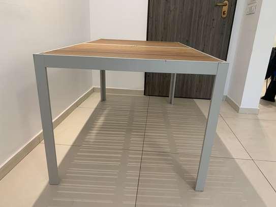 Table extérieure image 5