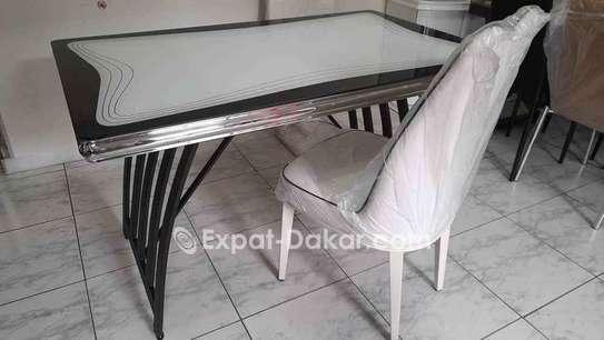 Table à manger 4 places image 3