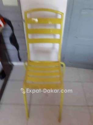 A vendre chaises et tables en fer confortables image 2