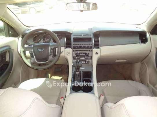 Ford Taurus 2011 image 3