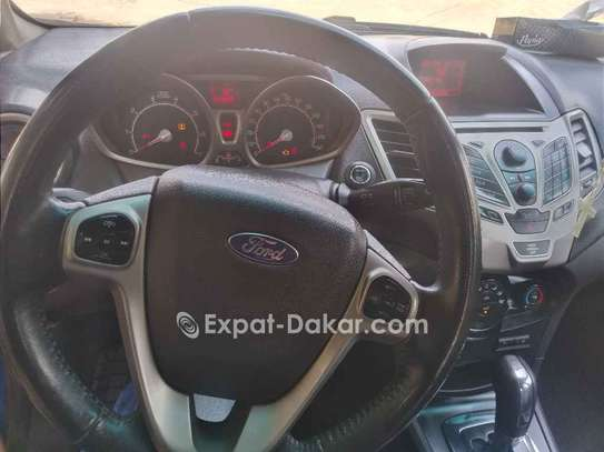 Ford Fiesta 2011 image 2